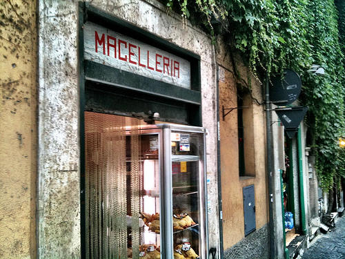 English In Italian: Italian Conversation For Beginners: At The Butcher Shop